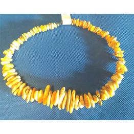 a11 Halsband av bärnsten.