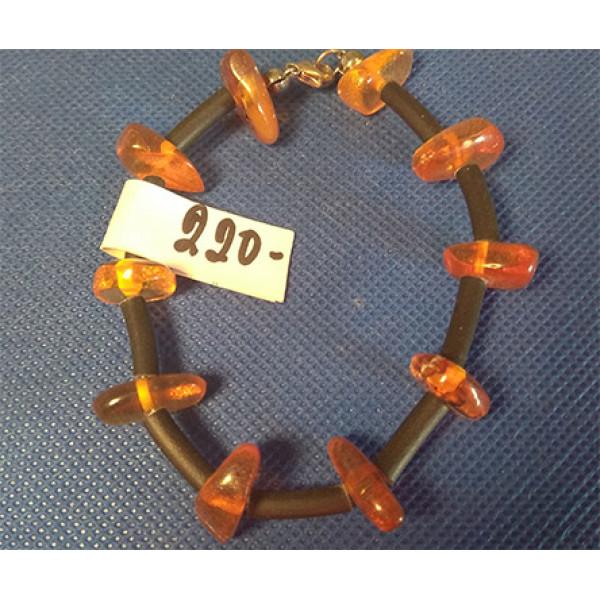 a25 Armband av bärnsten.